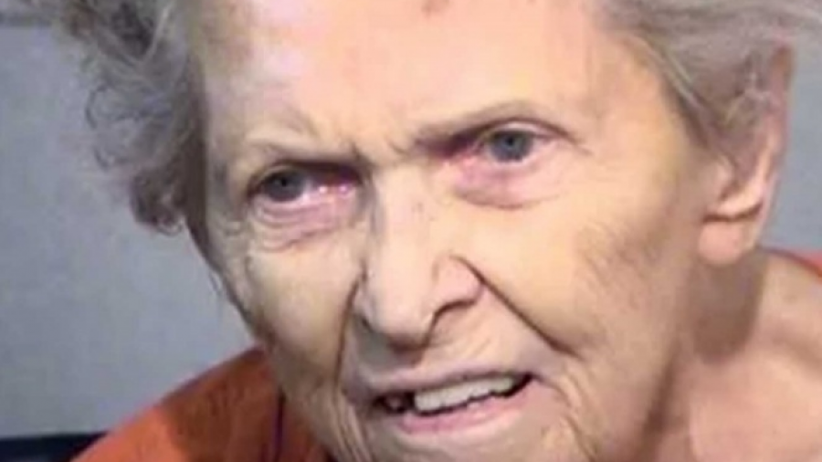 Mujer de 92 años mata a su hijo