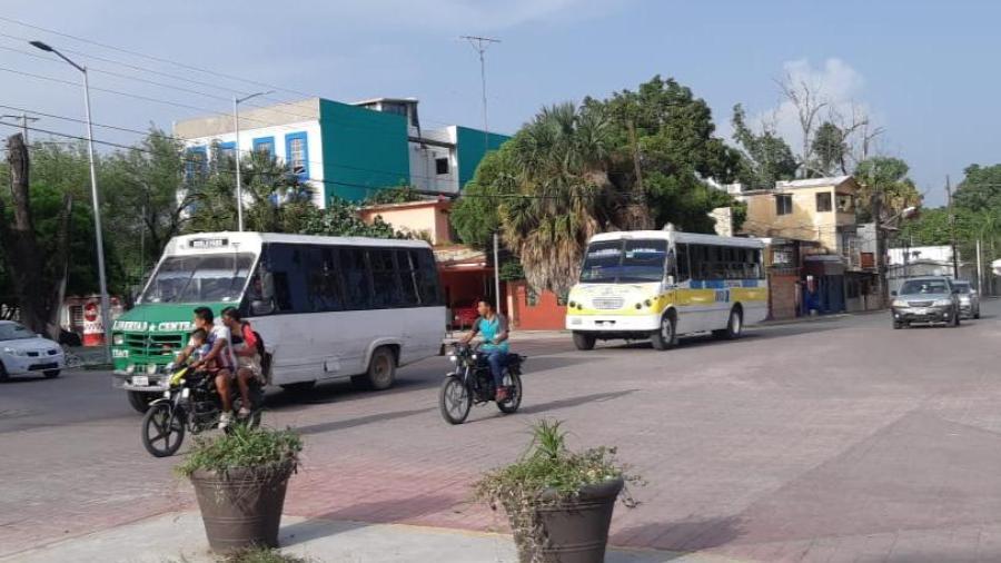 Les da igual suspensión de transporte público a microbuseros; exigen apoyos