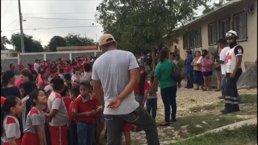 Evacuan a alumnos por incendio en Primaria