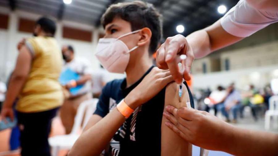 """Niega AMLO que juez ordenara vacunar a todos los menores de edad; """"Se dará con aprobación de la OMS"""", afirmó"""