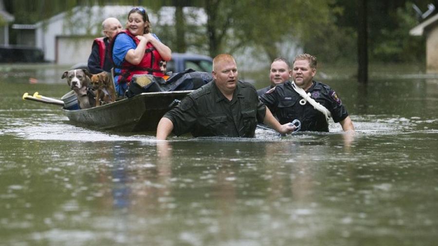 Se eleva a 4 el número de muertos en Texas por la tormenta 'Imelda'