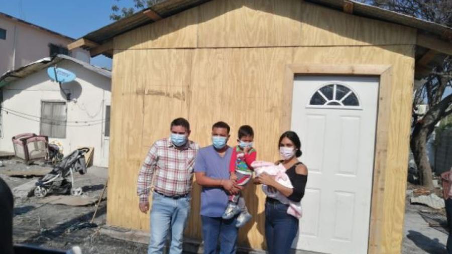 Victor Ríos Dona casa de madera a Familia que pierde todo en un incendio