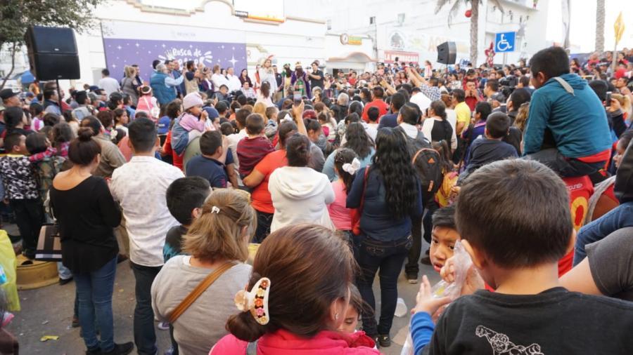 Viven los niños su Día de Reyes en armonía