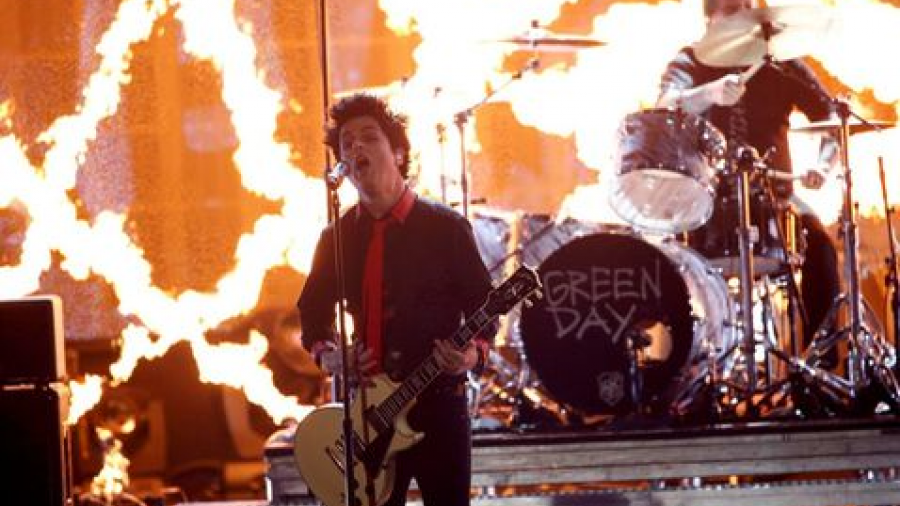 """Green Day lanza """"Troubled Times"""", un video contra Trump"""