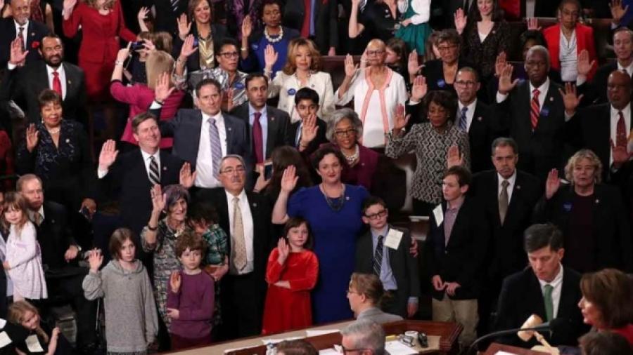 Demócratas aprueban plan para reabrir gobierno y sin dinero para muro