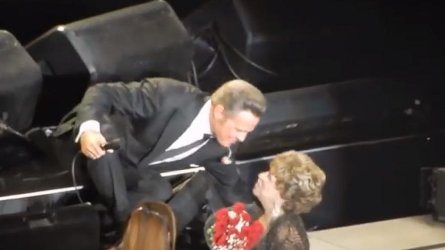 Luis Miguel besa a su fan número 1 en Auditorio Nacional