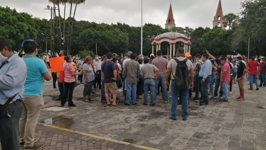 Protestan comerciantes frente a Presidencia de Matamoros