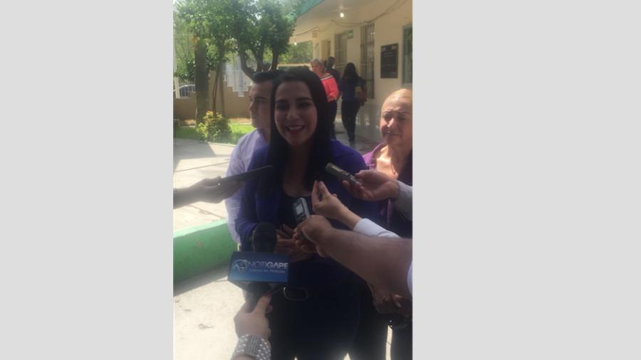 Acude Yahleel Abdala a ejercer su voto