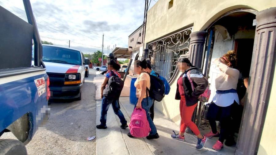 Policía Estatal rescata a 21 migrantes en Miguel Alemán