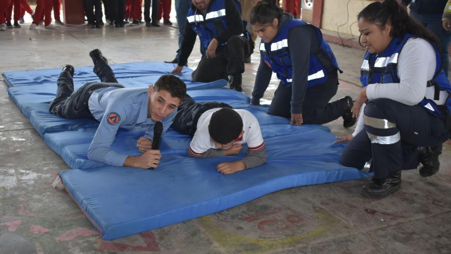 Lleva PC cursos de primeros auxilios a escuelas primarias