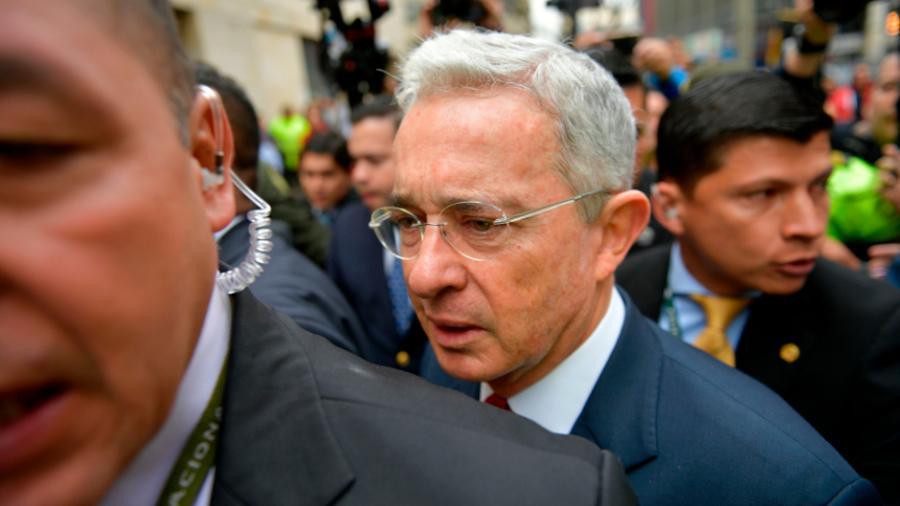 Ordenan detención domiciliaria del expresidente colombiano Álvaro Uribe