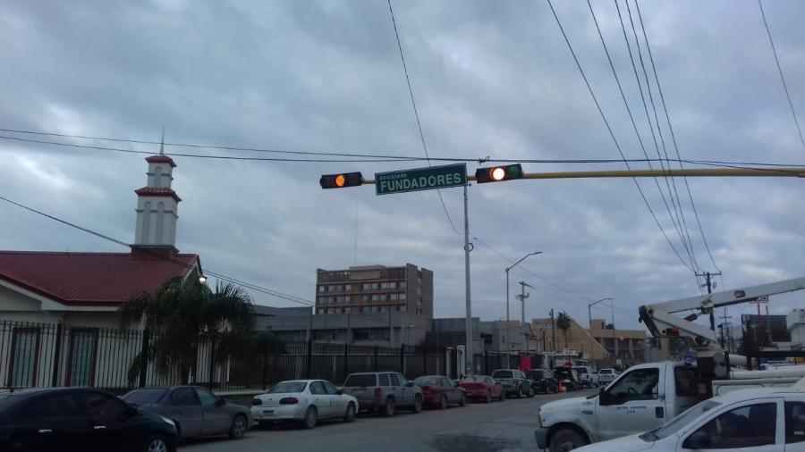 Mantenimiento a semáforos conserva orden vial