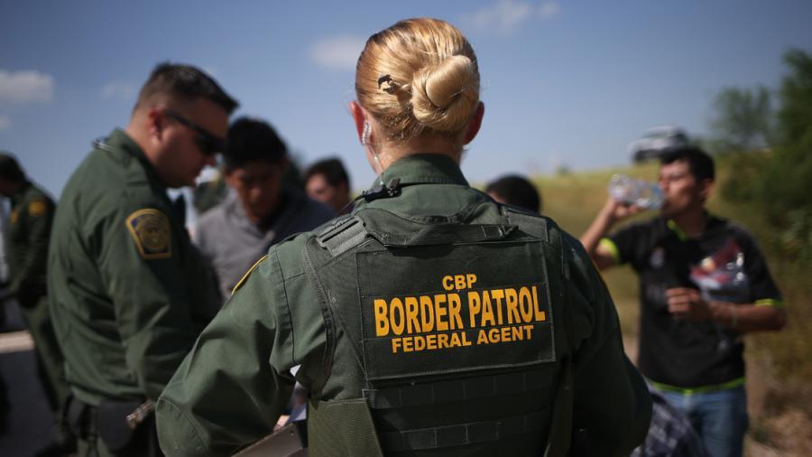 México condena intimidación a migrantes por milicias en EU