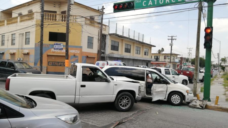 Una persona lesionada y fuertes daños en choque de la zona centro