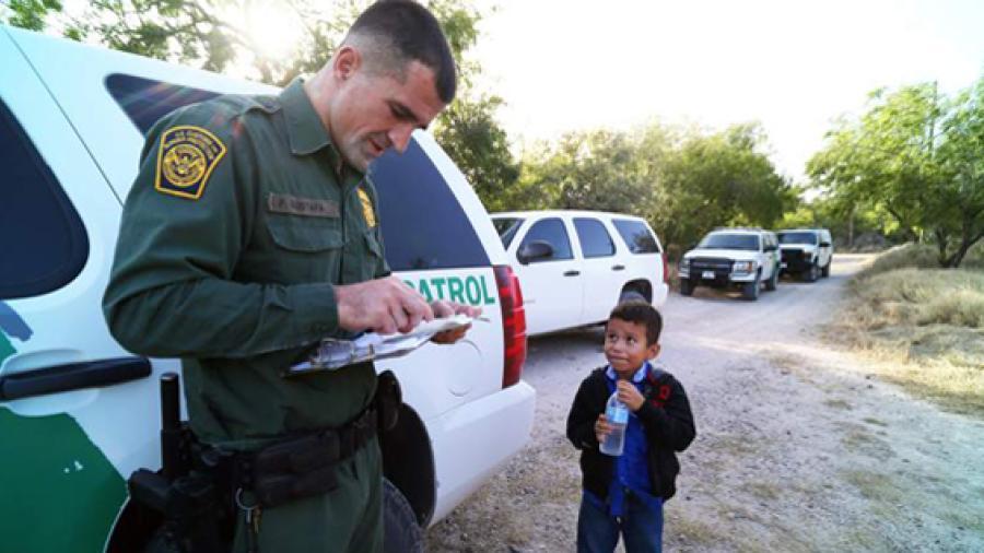 Separan en McAllen a niños inmigrantes de sus padres