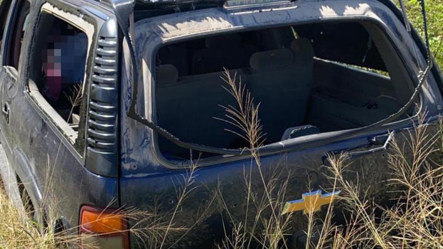 Policía Estatal aseguró una camioneta, 4 armas largas y 18 cargadores