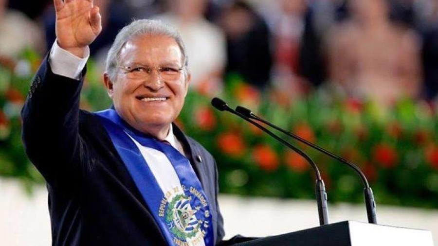 Expresidente salvadoreño va a juicio por irregularidades