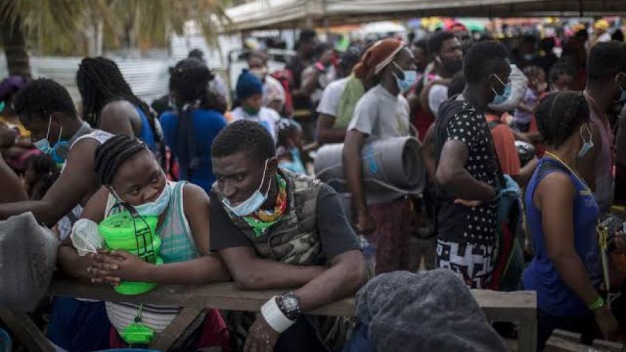 EEUU cierra parte de frontera de Texas y envía a haitianos a casa