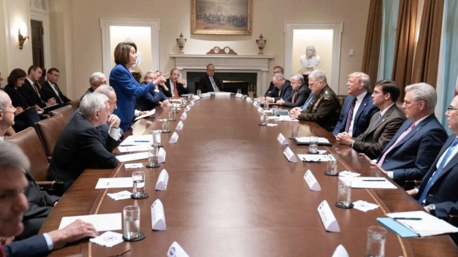 Pelosi abandona reunión con Trump al ser insultada