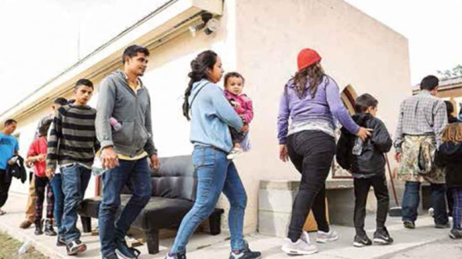 Hasta 18 mil 700 migrantes en espera de asilo de EU