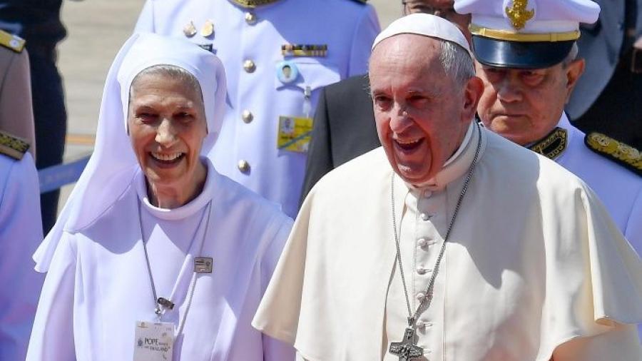 Papa Francisco comienza visita histórica por Tailandia