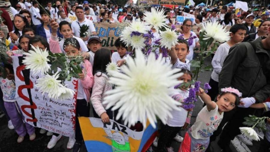 Marchan por la paz en Colombia