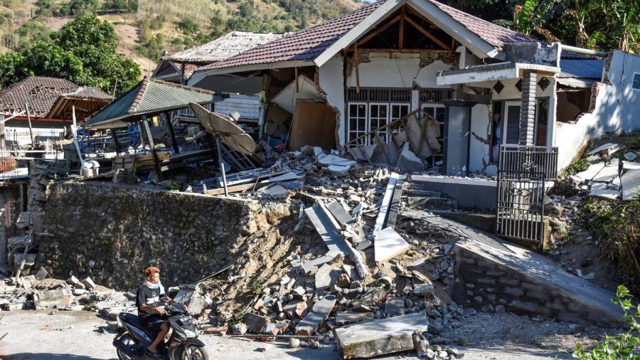 Al menos 91 muertos tras sismo en en Lombok, Indonesia