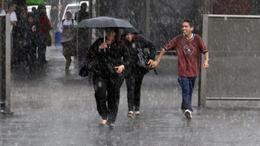 Tormenta tropical Sergio mantiene trayectoria hacia BC