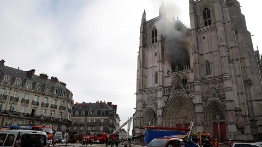 Es detenido presunto autor de incendio en catedral de Nantes