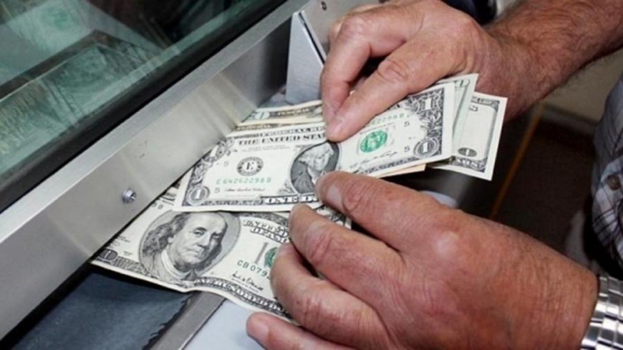 Dólar se vende en 20.04 en casas de cambio del AICM