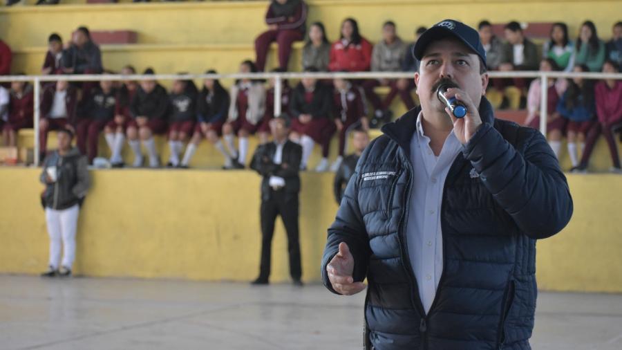 Reconoce campeón mundial de box trabajo del Presidente Municipal