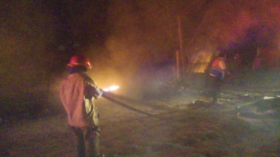 Arde bodega con materiales de desecho en Altamira
