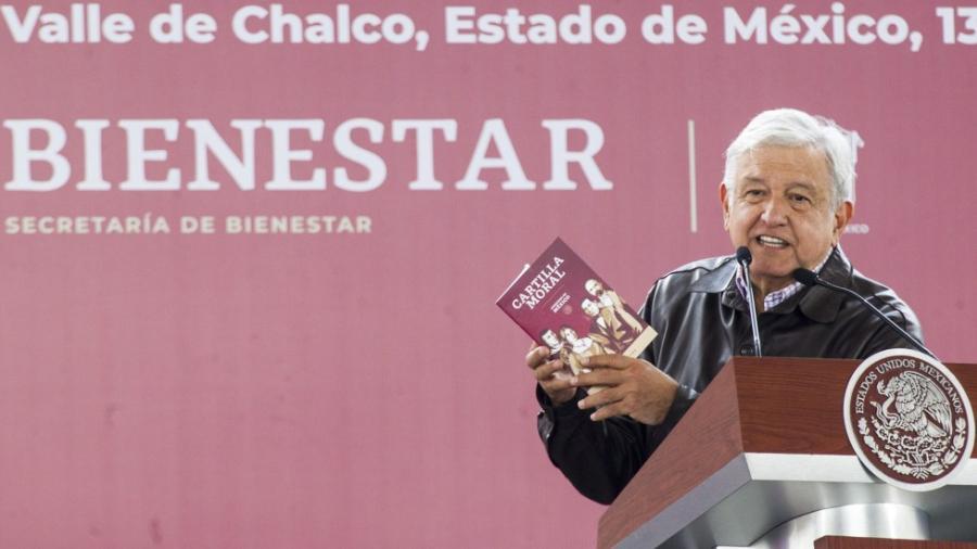 """Presenta López Obrador """"Cartilla Moral"""""""