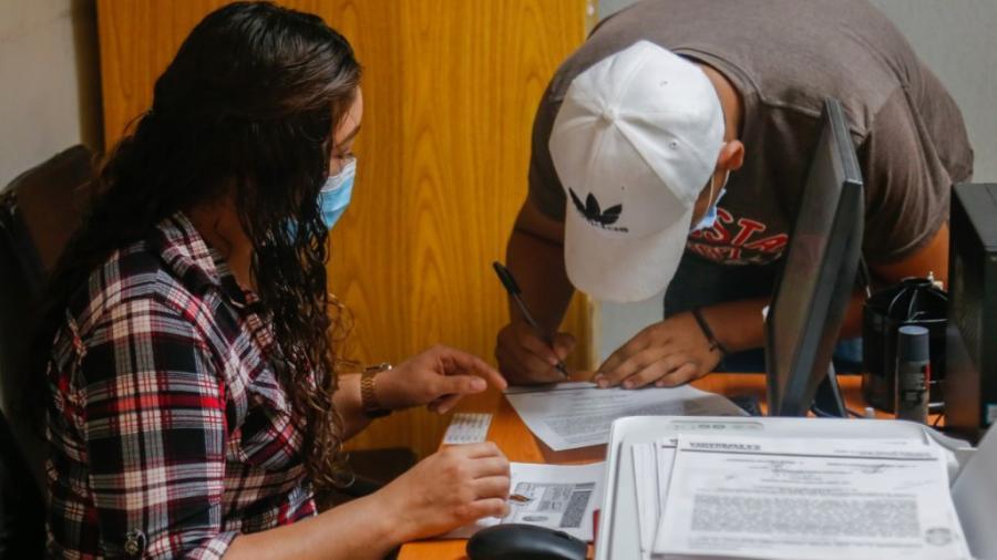 Acuden jóvenes maderenses a registrarse para la cartilla del Servicio Militar