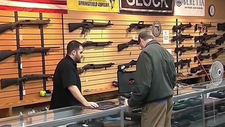 Tienda de armas en Arizona comparte polémica promoción