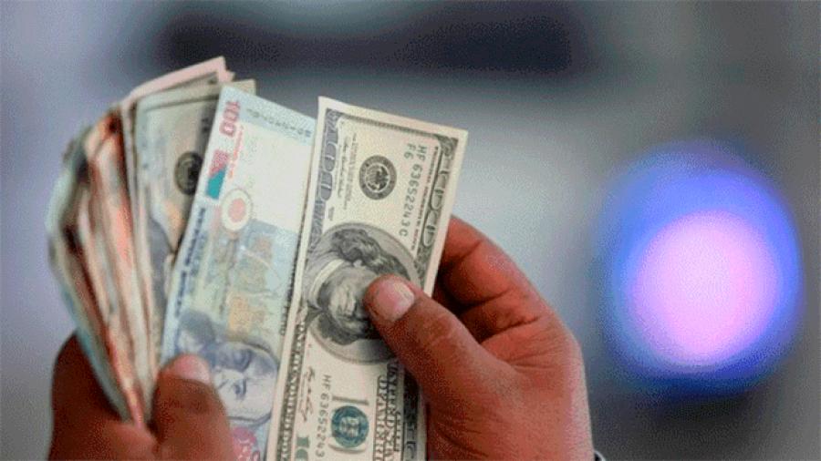 Dólar en $18.23 pesos en AICM a la venta