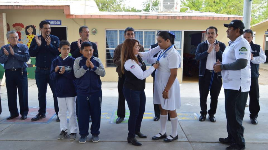 Reconoce alcaldesa gran desempeño de alumnos deportistas