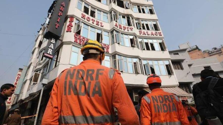 Al menos 17 muertos en el incendio de un hotel en Nueva Delhi