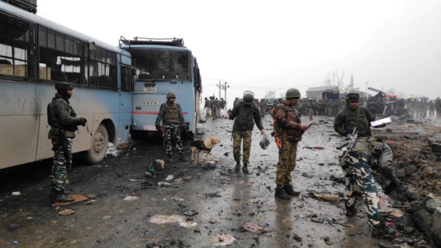 Mueren 42 soldados indios en ataque explosivo en la región de Cachemira