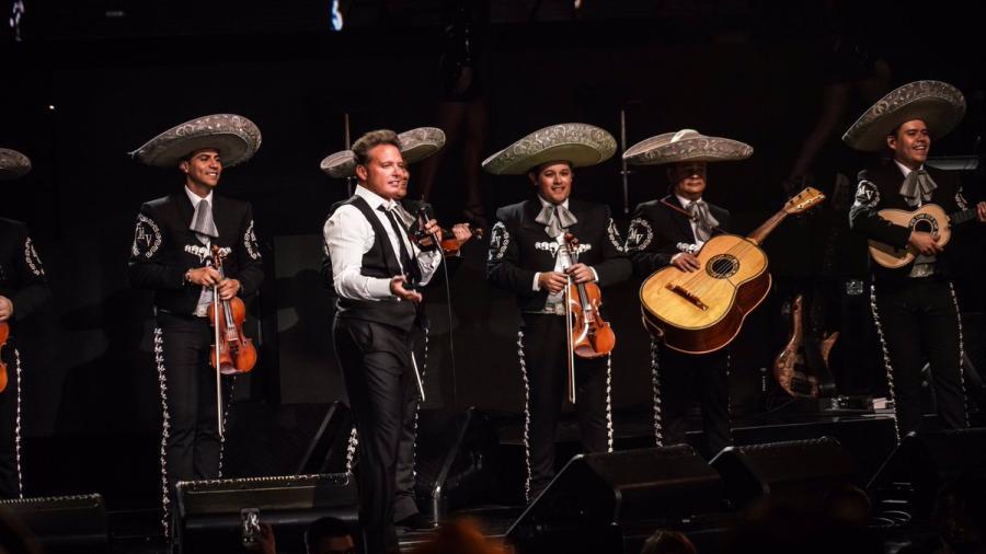 ¿Luis Miguel, borracho en el escenario?