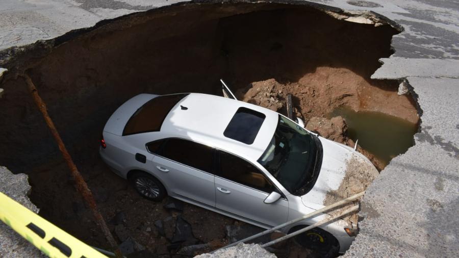 Socavón en Nuevo Laredo tras fuertes lluvias