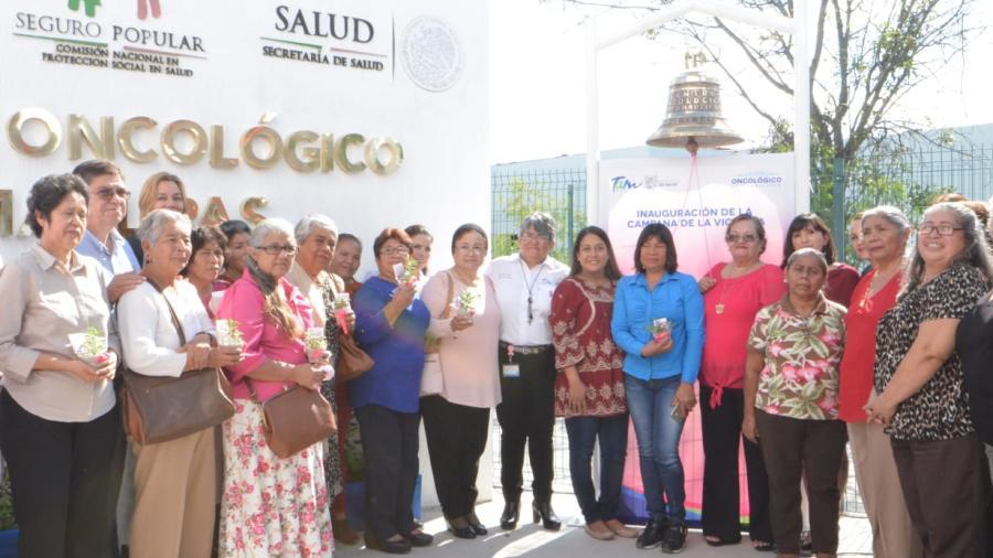 """Tocan 98 tamaulipecas """"Campana de la Victoria"""" tras vencer el cáncer"""