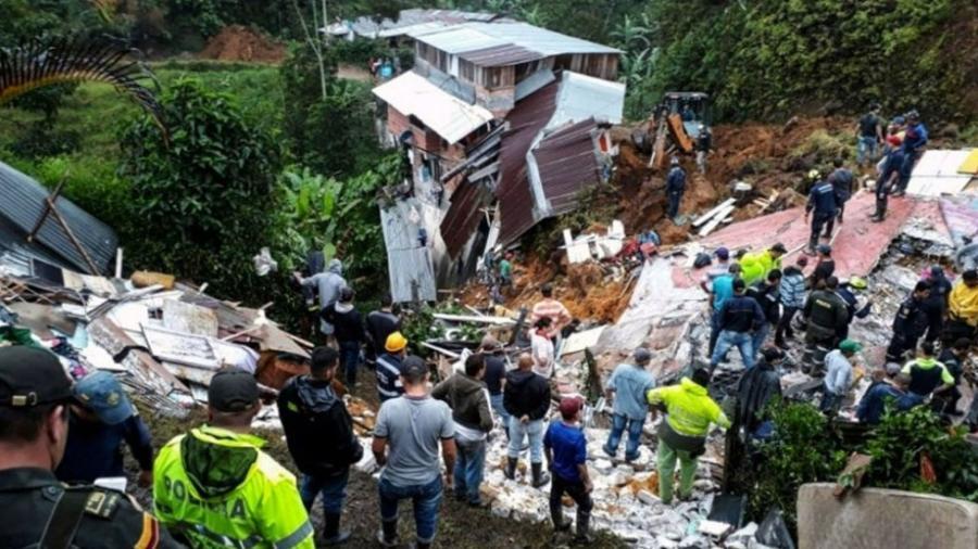 Deslizamiento de tierra deja 12 muertos en Colombia