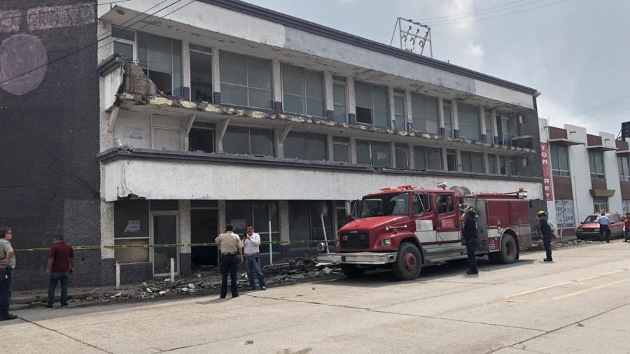 Colapsa barandal de edificio en La Diagonal y calle 7