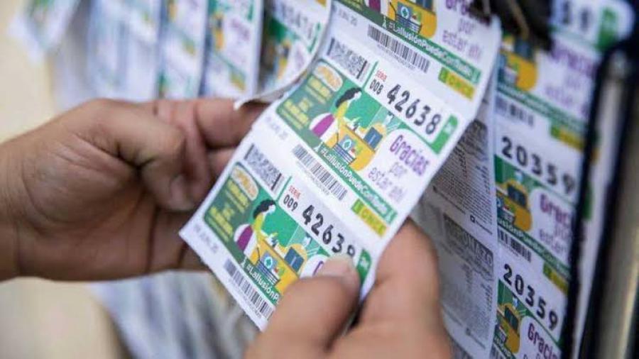 Mujer gana la lotería y no se dio cuenta