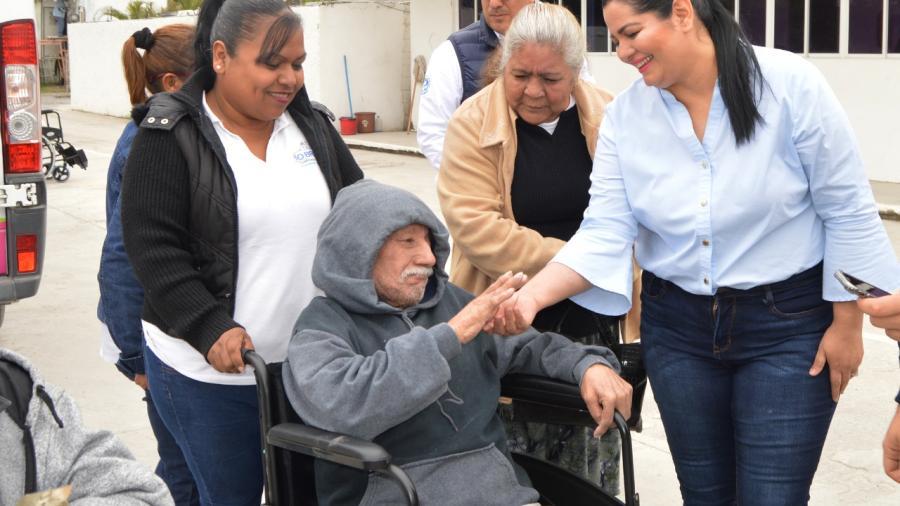 DIF Río Bravo entrega sillas de ruedas