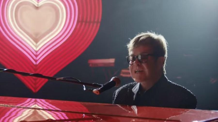 El comercial navideño de Elton John