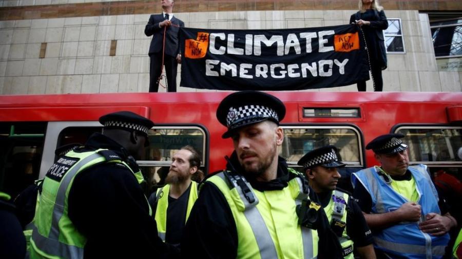 Detienen a cerca de 300 personas en Londres que marchaban por el cambio climático