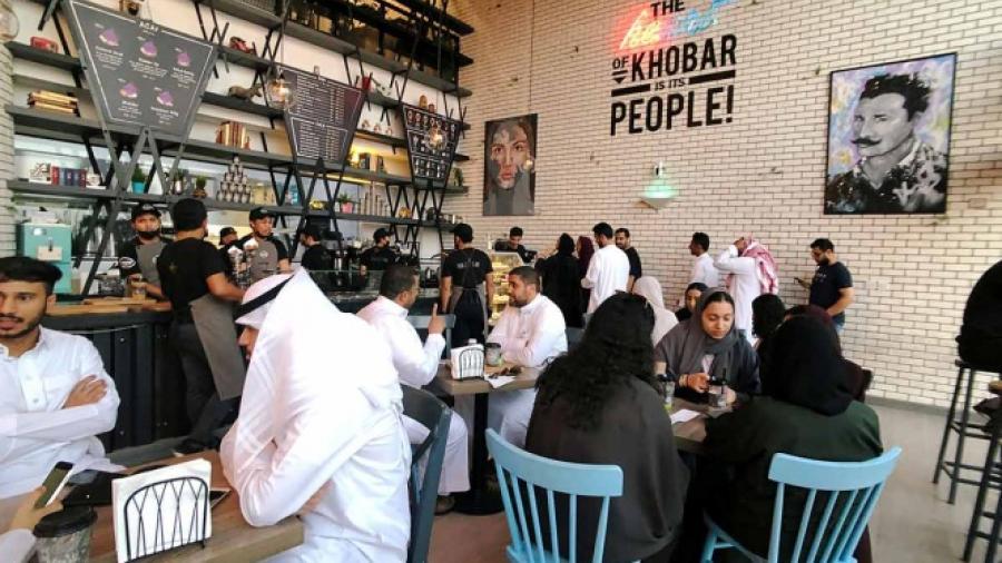 Termina segregación por sexo en restaurantes de Arabia Saudita