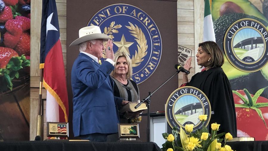 Rinde protesta Sid Miller como Comisionado de Agricultura de Texas